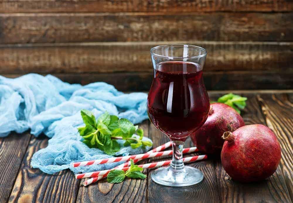 what does pomegranate juice taste like